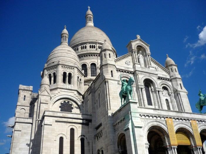 Famous monuments of Paris: Sacré-Cœur, Montmartre © French Moments