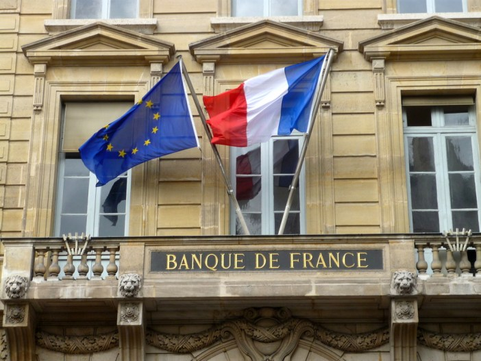 Travel to France - French flag on French Central Bank © French Moments