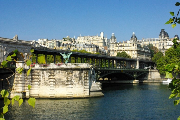 Pont Bir Hakeim Paris © French Moments