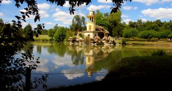 Day Trips in the Paris Region - Hameau de Marie-Antoinette Versailles 02 © French Moments