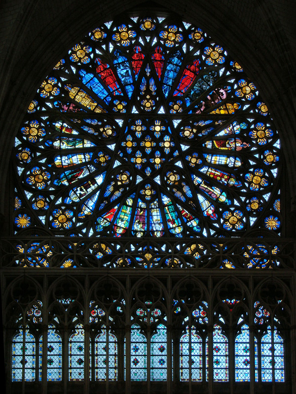 North Rose Window © Tango7174 [CC BY-SA 4.0-3.0-2.5-2.0-1.0] from Wikimedia Commons
