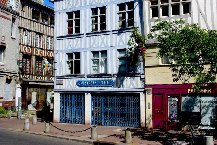 Place du Lieutenant Aubert © French Moments