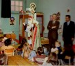 Saint-Nicolas visiting a school in Lorraine © French Moments