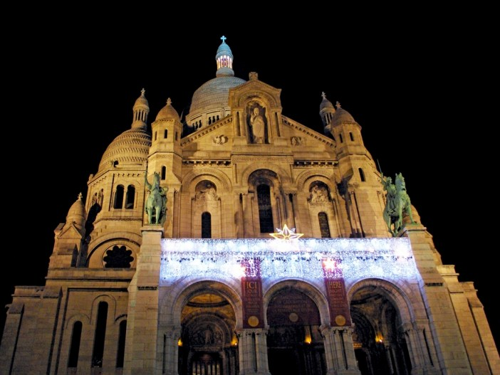Sacré-Cœur in Montmartre at Christmas time © French Moments