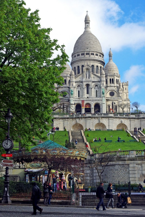 April Walking Tour In Montmartre - French Moments