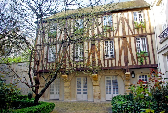 Half-timbered house, 5 rue de Braque, Paris © French Moments