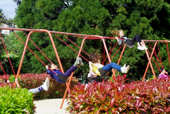 Swings at the Jardin d'Acclimatation © French Moments