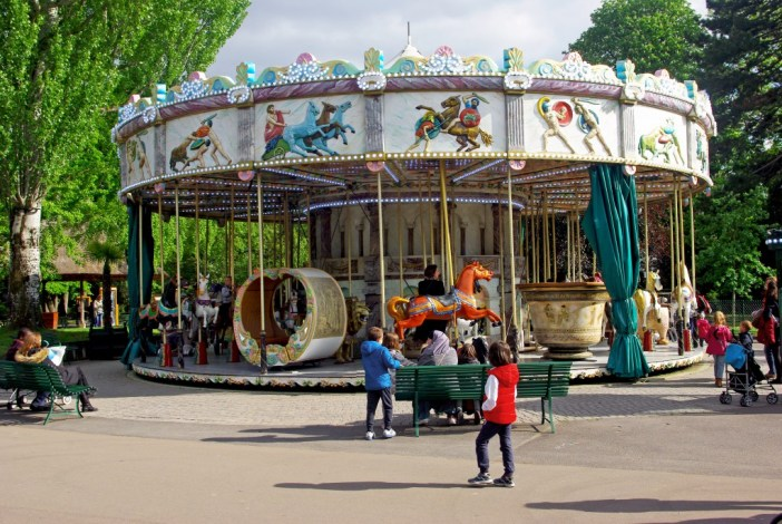 Merry-go-Round themed on the Greek Mythology, Jardin d'Acclimatation © French Moments