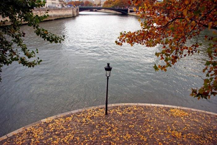 Lamp post Ile Saint Louis Paris © French Moments