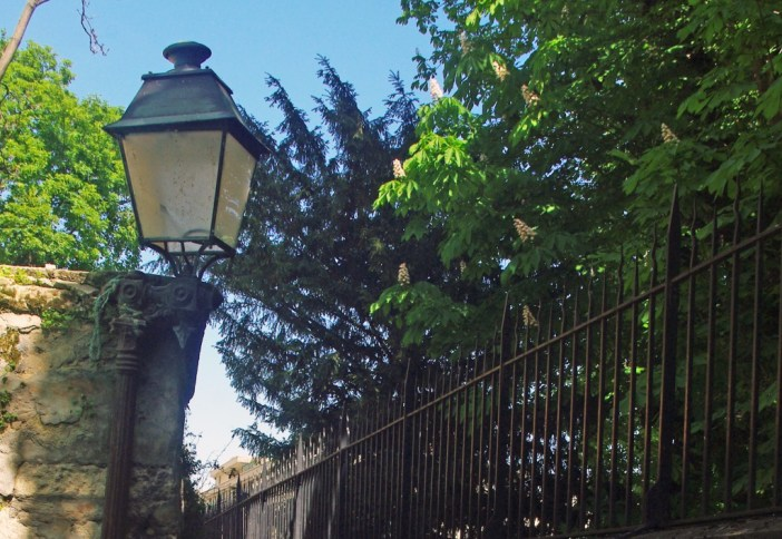 Lamp post in Rue Berton, Paris © French Moments