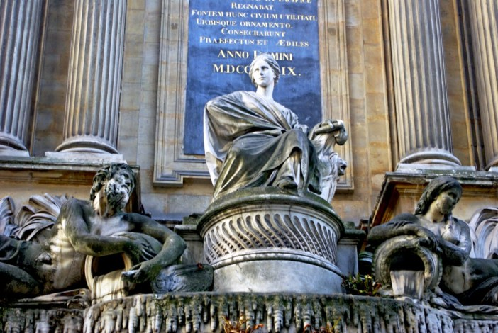 The statue representing the City of Paris © French Moments