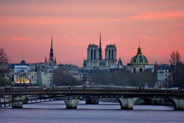 Sous le ciel de Paris - Pont de la Concorde © French Moments