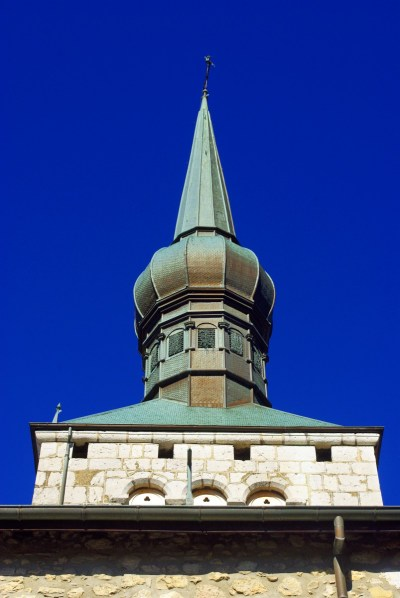 Onion-shaped steeple, church of La Roche-sur-Foron © French Moments