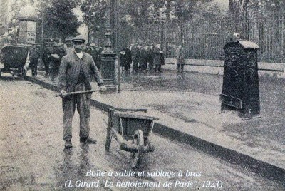 An old photo of a sand box and a Paris road mender in 1923