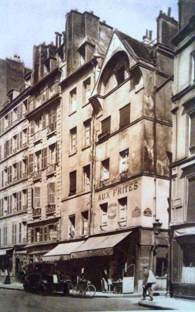 Numbers 11 and 13 rue Francois Miron 2 © Mini.fb - licence [CC BY-SA 3.0] from Wikimedia Commons