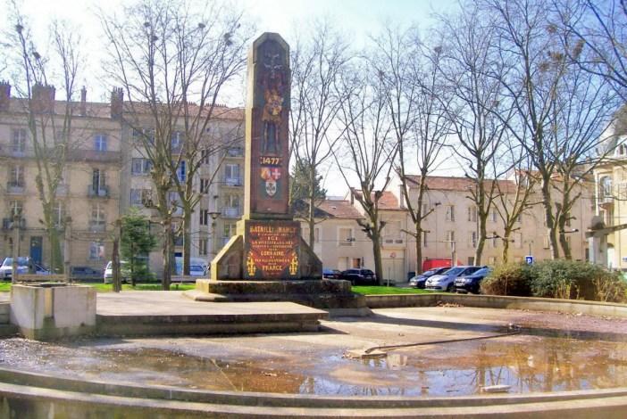 Place de la Croix de Bourgogne © French Moments