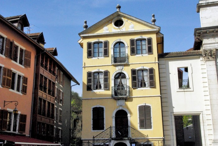 The former town-hall of Annecy, place Notre-Dame © French Moments
