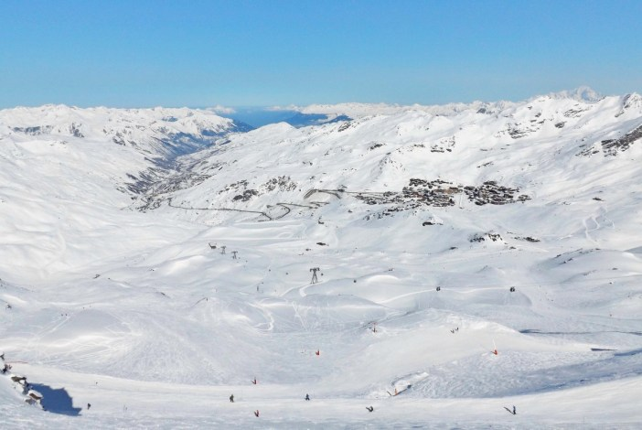 Panorama of the ski resort of Val Thorens from the Cime de Caron © Florian Pépellin - licence [CC BY-SA 3.0] from Wikimedia Commons