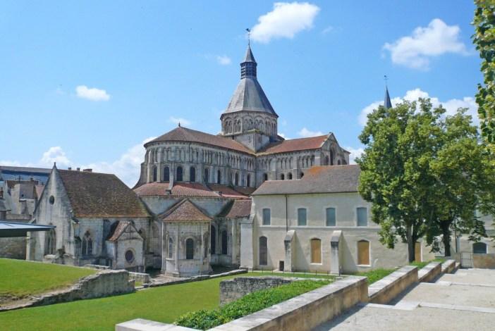 La Charité-sur-Loire © Yann Gwilhoù - licence [CC BY-SA 3.0] from Wikimedia Commons