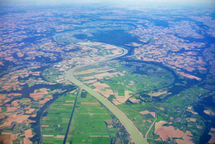 The main Rivers in France: the Seine between Rouen and Le Havre © French Moments