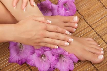 Beauté des mains et pieds avec vernis permanent french