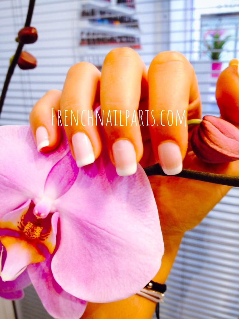 Beauté des mains avec vernis french