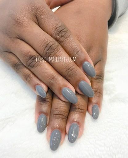 Pour parfaire votre mise en beauté, craquez pour la pose en résine assortie d'un vernis permanent pour illuminer vos ongles des mains.