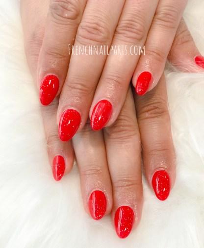 Sublimez parfaitement vos ongles avec lapose en résineque vous pouvez agrémenter d'un vernis permanent.