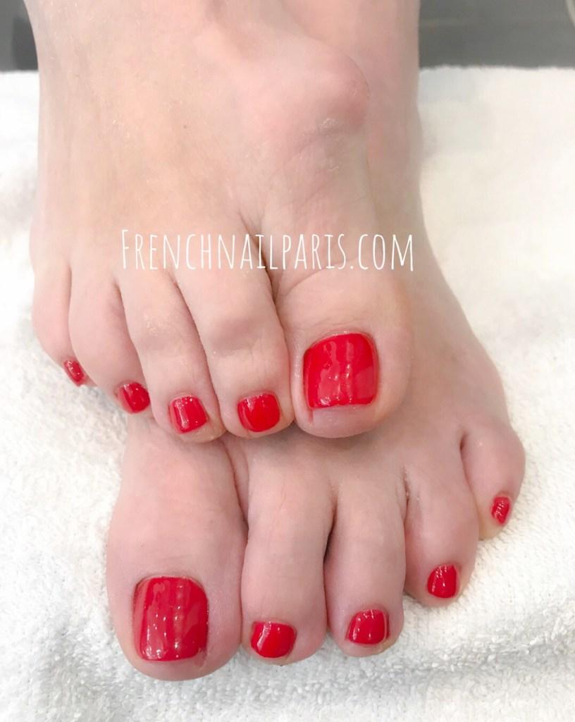 Offrez-vous des ongles de pieds magnifiquement préparés et décorés en optant pour une beauté des pieds que vous pouvez associer à un vernis permanent aux couleurs chatoyantes.