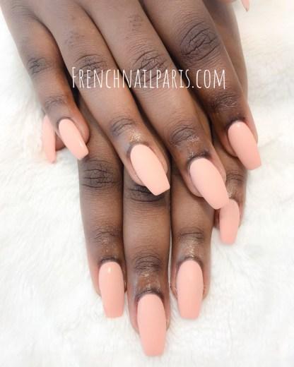 Craquez pour des soins des ongles experts pour magnifier vos mains par la pose en résine assortie d'un vernis permanent réalisée avec un soucis de détail pointu.