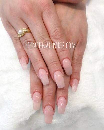 Et pour des mains ultra glamour et féminines, optez pourune posed'ongles en résineassortie d'un vernis permanent.