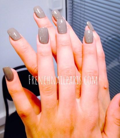 Pose résine mains avec vernis couleur