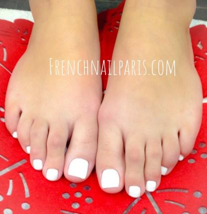Vos pieds ont besoin d'être chouchoutés pourquoi ne pas leurs offrir un remplissage en résine associé un vernis permanent qui rendra tout leur éclat.