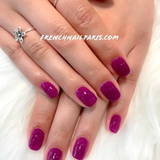 Pour agrémenter vos ongles avec un soin de qualité, optez pour un remplissage en résine agrémenté d'un vernis semi permanent.