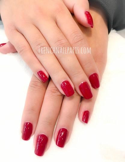 Pourquoi ne pas craquer pour une beauté des mains avec un soupçon de vernis semi permanent pour compléter votre parenthèse bien-être ?