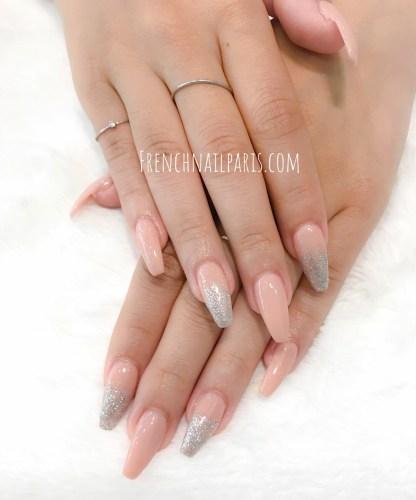 Parmi les services disponibles, profitez d'unepose résine des mains que vous pouvez associer d'un vernis permanent.