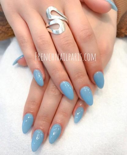 La pose d'ongles résine associée à un vernis semi permanent est spécialement concoctée pour les réconforter.
