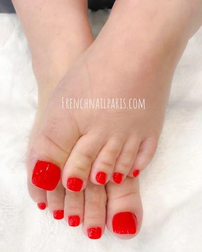 Confiez vos pieds pour une parenthèse douce et impeccable, pourquoi ne pas tenter une beauté des pieds que vous pouvez associer à un vernis semi permanent ?