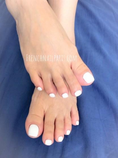 Laissez-vous tenter par une belle manucure ou une magnifique beauté des pieds assortie à un vernis semi permanent tendance.