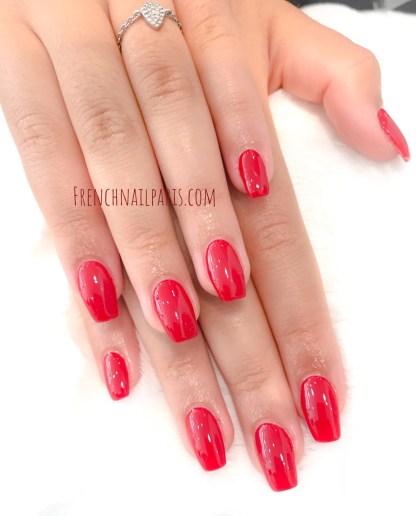 Pour des ongles glamour, votre institut réalise des extensions d'ongles en gel pour les mains avec vernis classique pour un résultat garanti !
