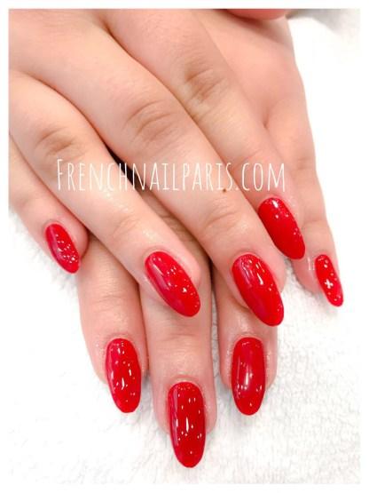 Pose ongle gel mains avec vernis classique