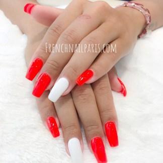 Profitez d'un moment de beauté privilégié pour votre remplissage gel des mains associé à un vernis semi permanent coloré qui vous assure un résultat parfait