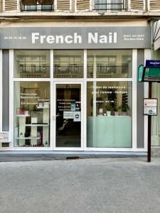 Devant l'institut French Nail