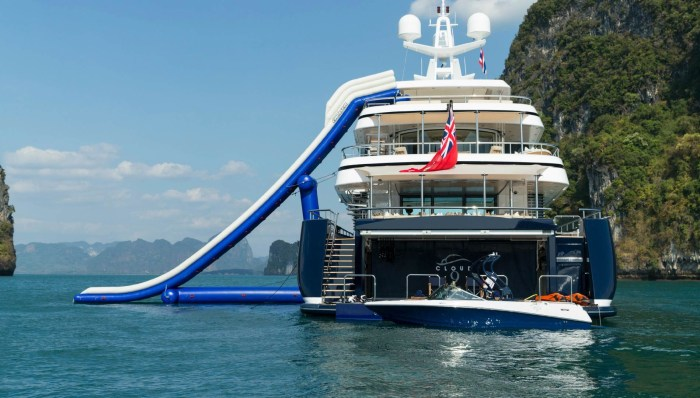 CLOUD 9 Yacht