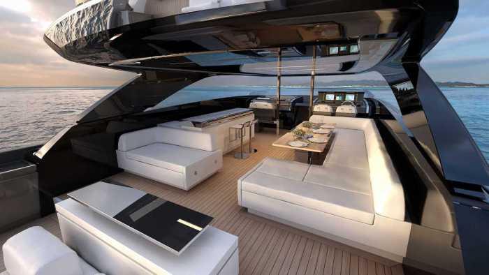 Riva 110 Yacht Flybridge