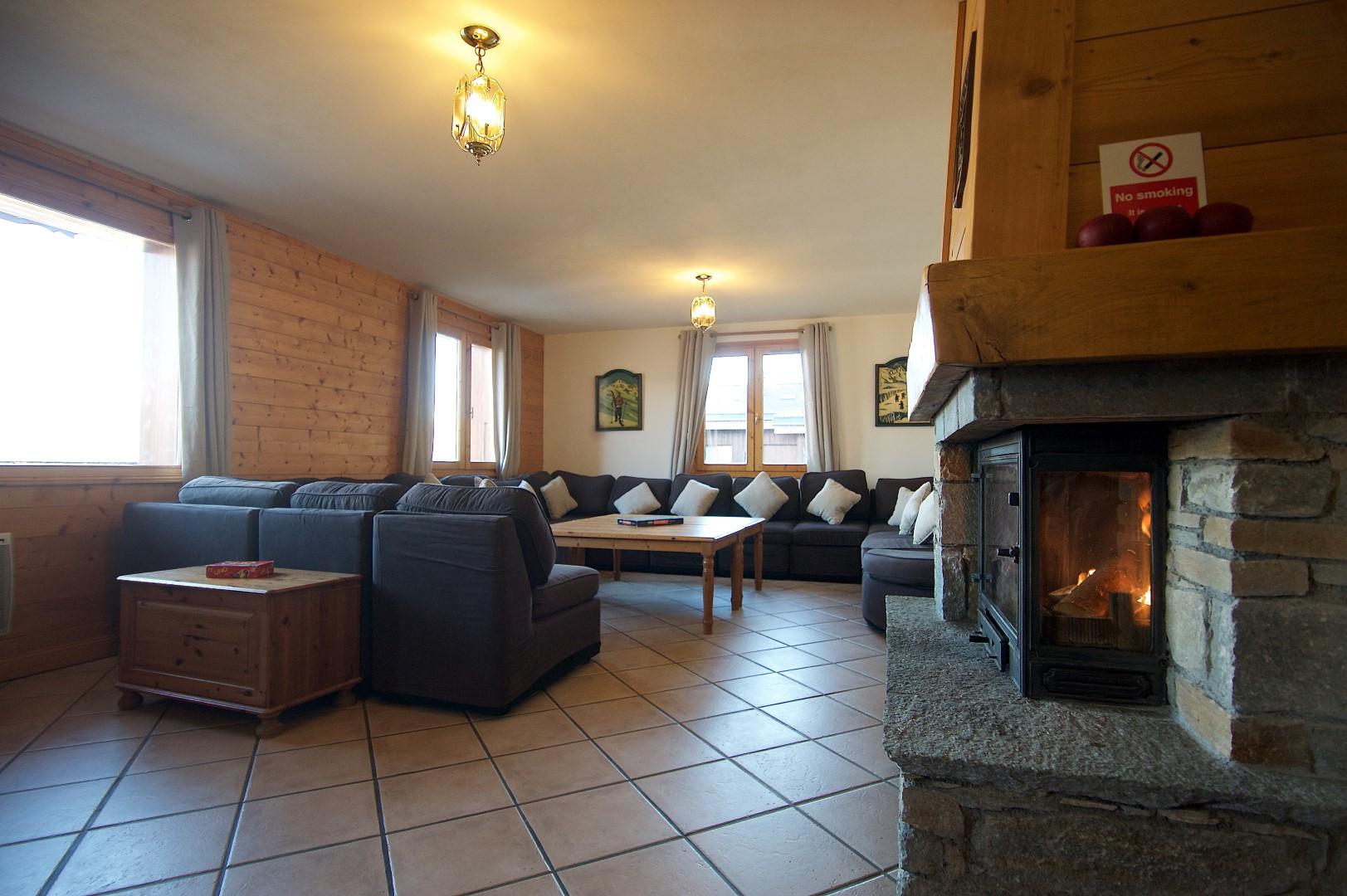 Anniek Fireplace 1