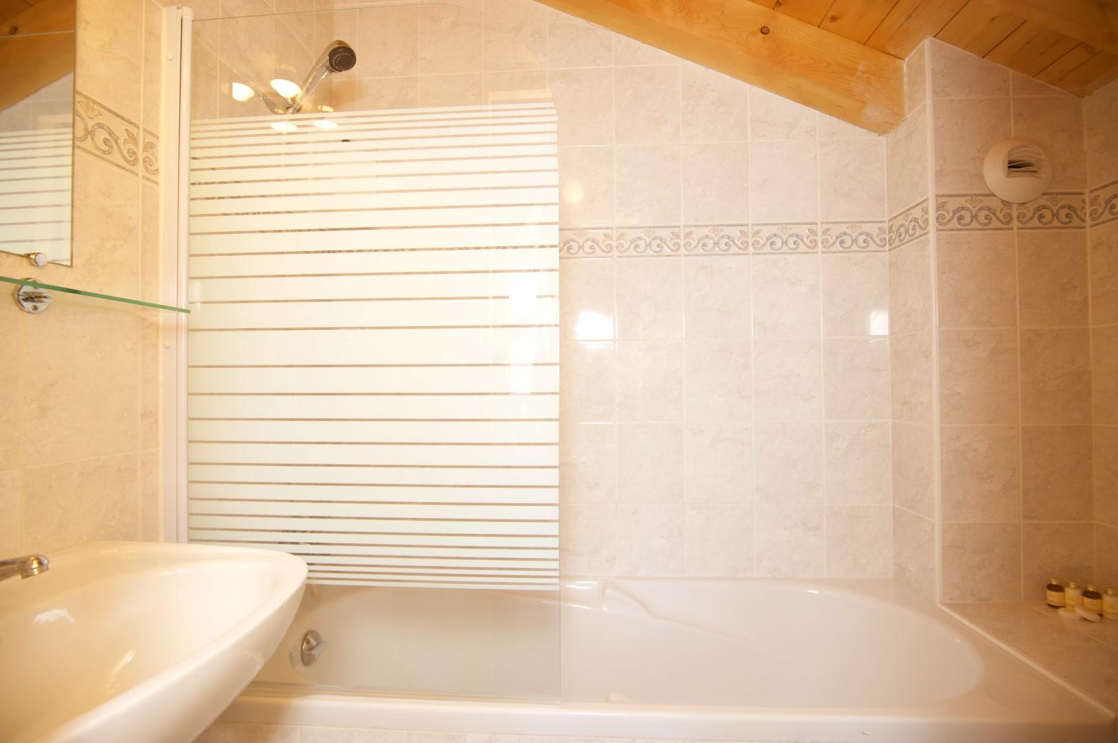 Anniek Room 4 Bathroom
