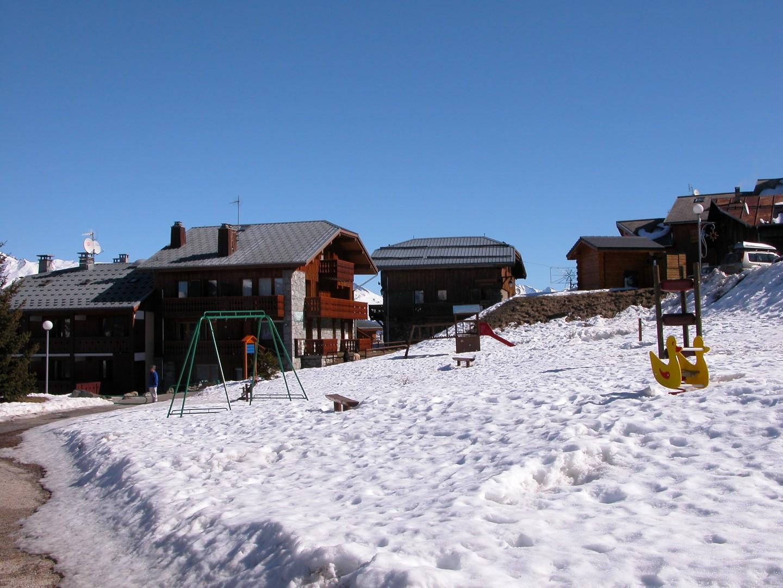 Montalbert Village