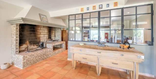 Domaine Le Clos d'Ours kitchen