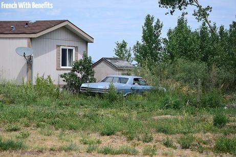 Et cette vieille voiture, la maison par contre, pas sur qu'elle soit abandonnée.
